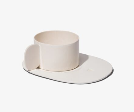 1 large cup with full handle and tray