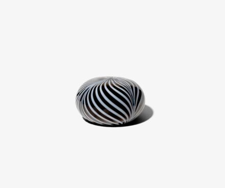 BLACK/WHITE PAPERWEIGHT