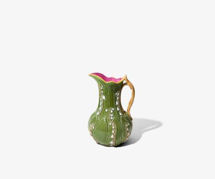 Pitcher leaves / bellflowers olive green