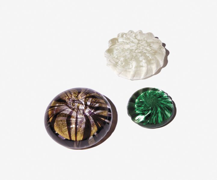 RECYCLED GLASS PAPERWEIGHT MEDIUM MODEL